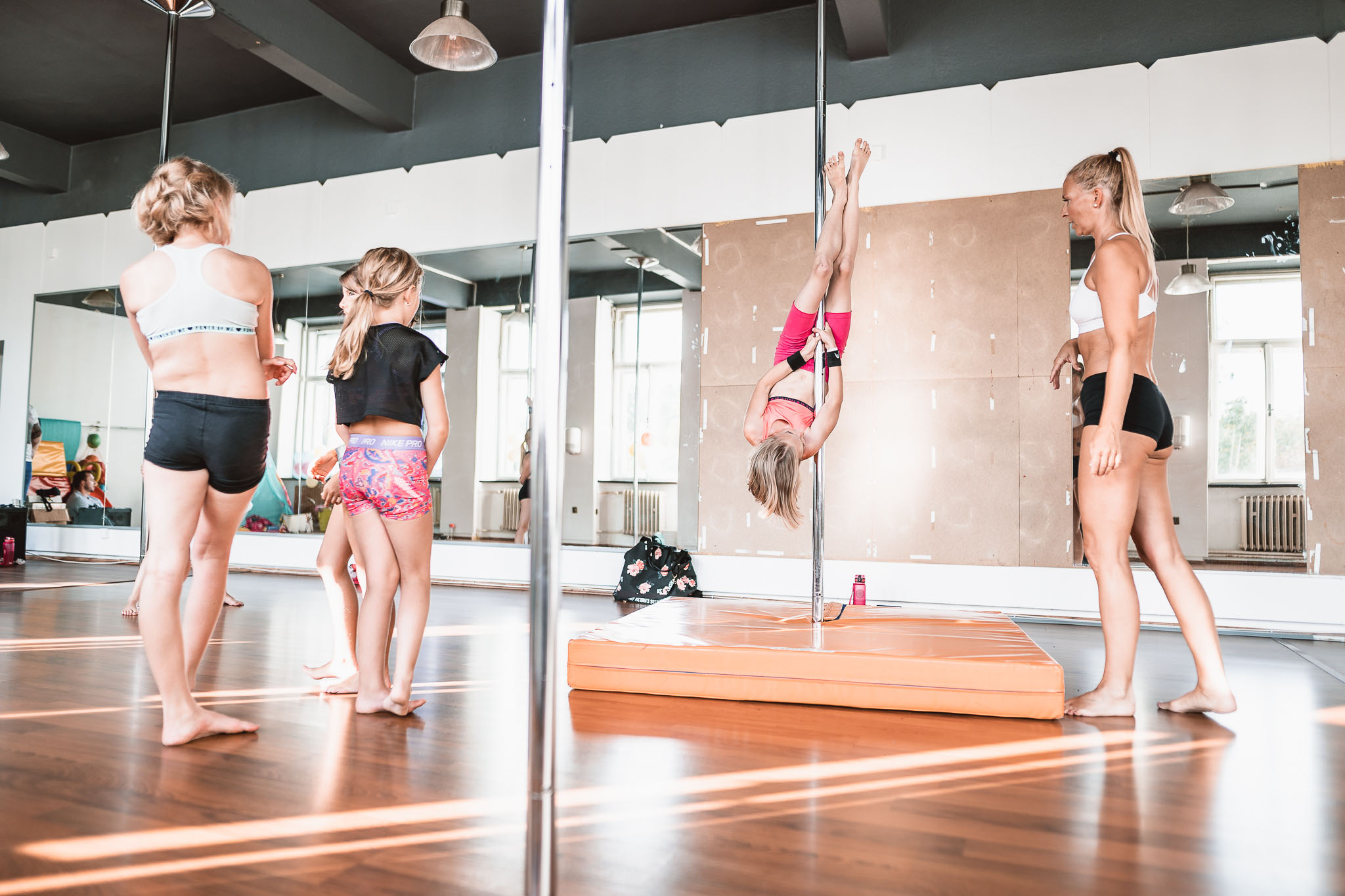 pole dance děti teplice next studio fitness centrum